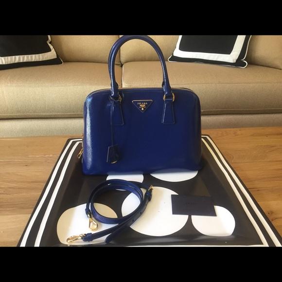 Prada Blue Promenade Saffiano ZIP Dome 1BA837. M 5b72ff581e2d2d2452c6de2f 270cf3287f